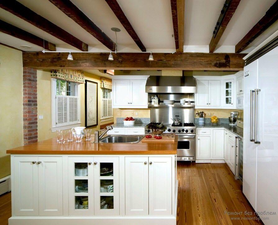 Интерьер потолки с балками